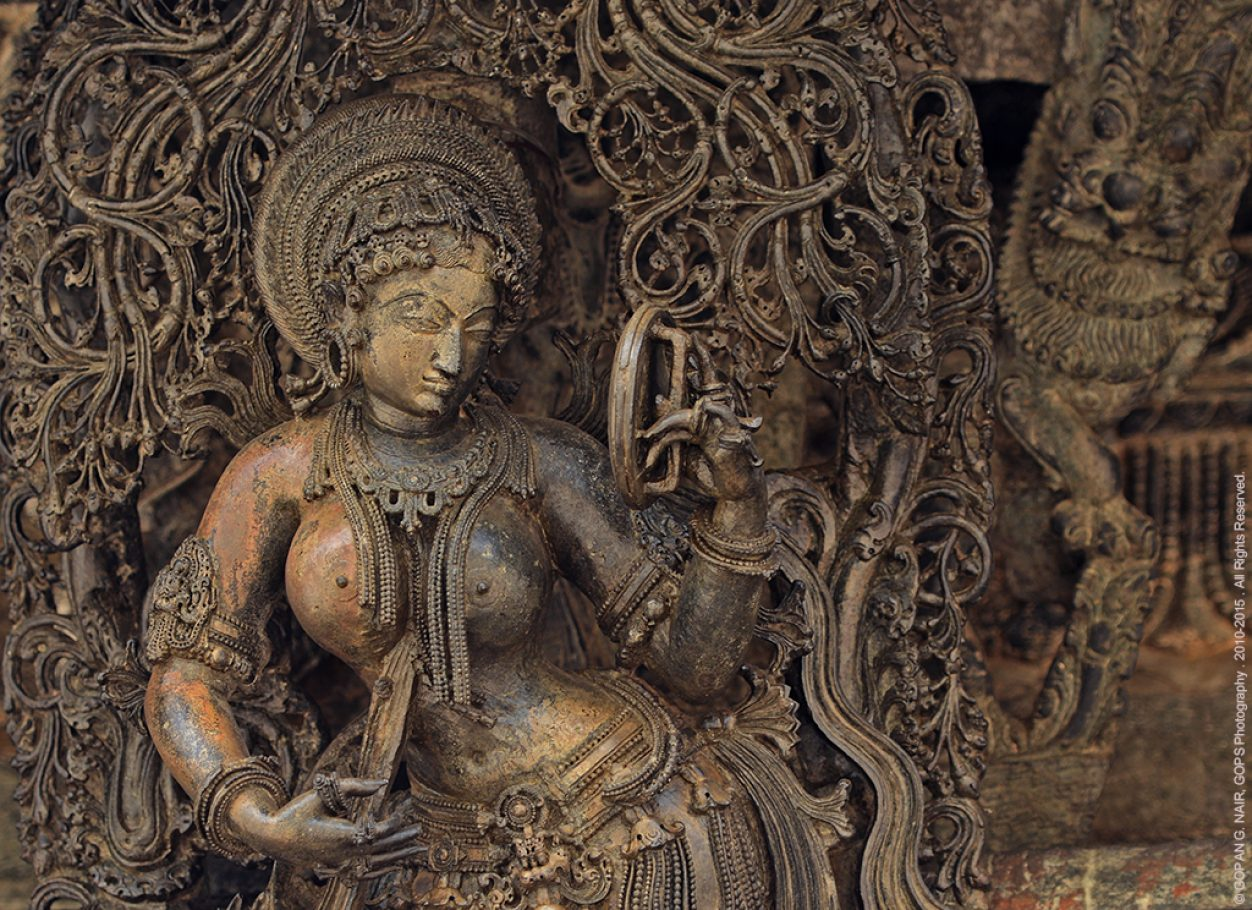 DARPANA SUNDARI (BEAUTY WITH A MIRROR) INTRICATE CARVING FROM BELUR, INDIA