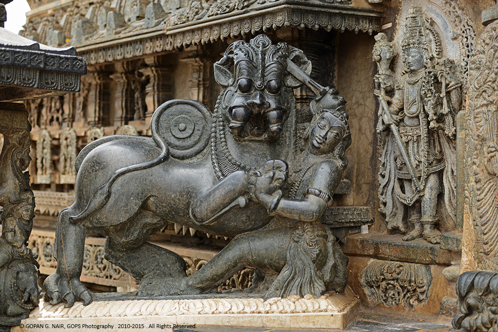 STATUE OF SALA FIGHTING  THE LION AT THE ENTRANCE OF CHENNAKESAVA TEMPLE, BELUR.