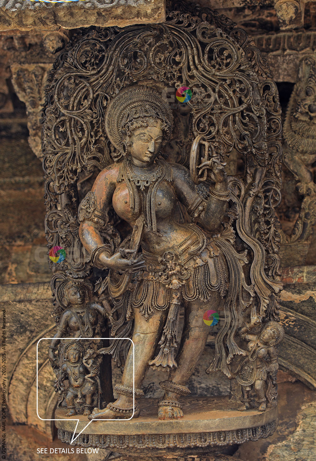 DARPANA SUNDARI (BEAUTY WITH A MIRROR). LET'S HAVE A CLOSER LOOK AT THE DETAILS OF THIS STATUE BELOW