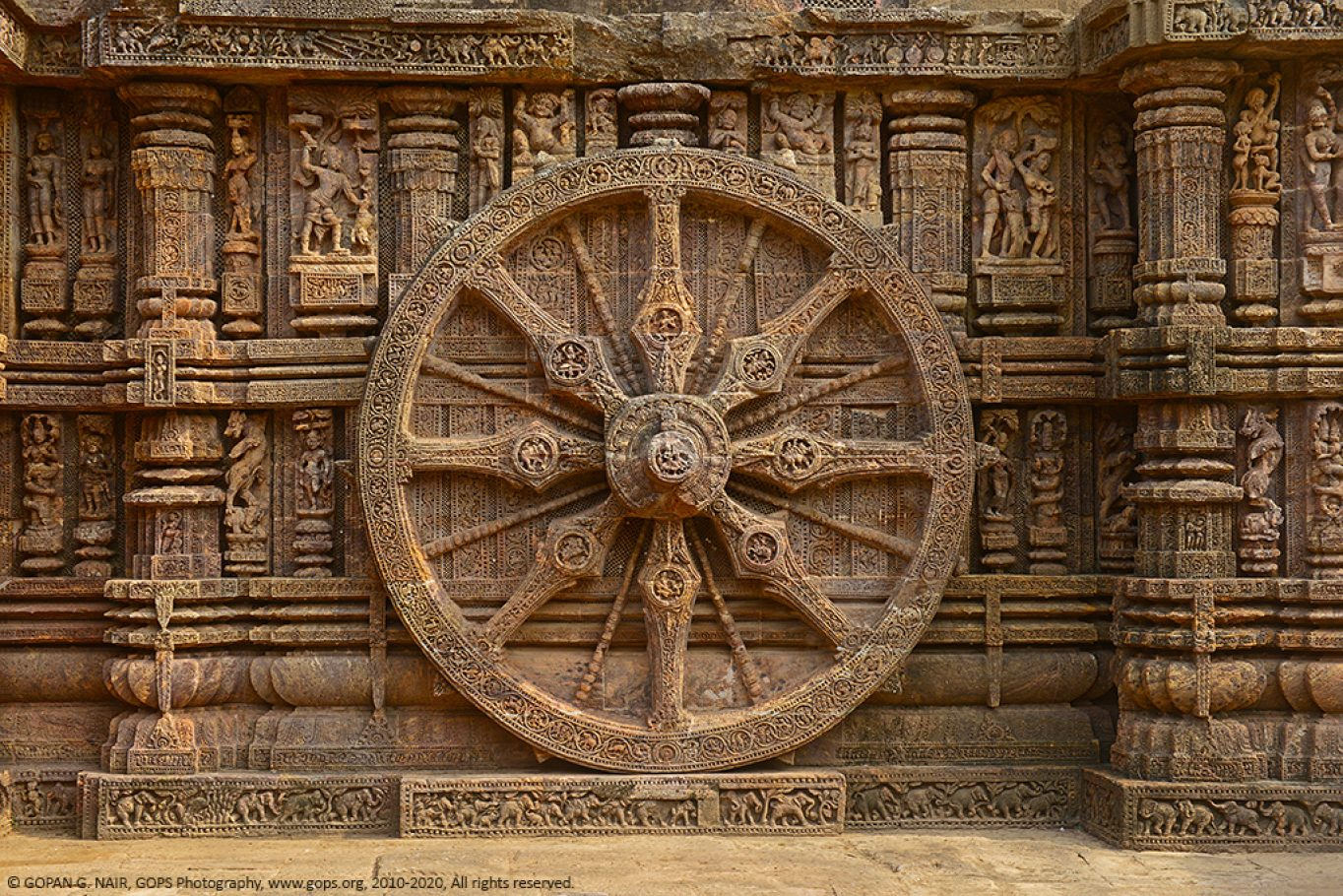 CHARIOT WHEEL AT KONARK SUN TEMPLE, ORISSA